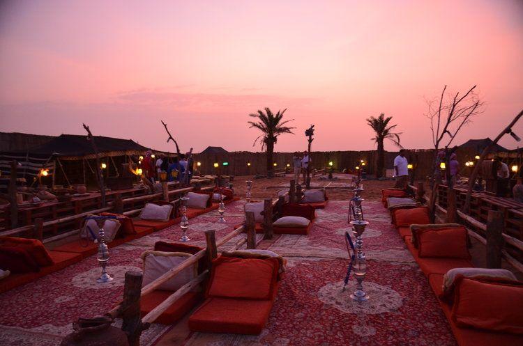 Viaggio di lusso a Dubai: cena tra le dune